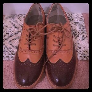 Ladies oxfords 2 tone size 7 medium